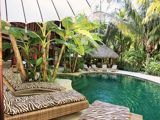 La Casona, Luxury Villa on the Beach, Surf right in Front, Yoga & 2 Pools, Santa Teresa
