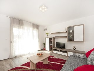 Apartment Meštrović- Family Two Bedroom Apartment with Balcony, Kastel Luksic