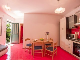 Renovated apartment with lovely terrace I