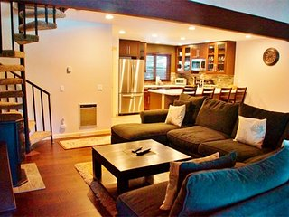 Spacious Newly and Completely Remodeled Three Story Condo in Mammoth Pines