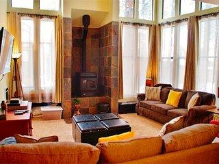 Beautifully upgraded, light filled St. Moritz Villa - Listing #325, Lagos Mammoth