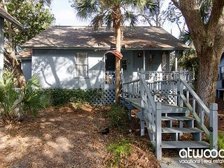 Mermaid Cottage - Cozy 2BR/2BA, Pet Friendly, Resort Amenities Available