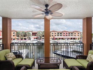 Fabulous luxury Townhouse in Downtown Old Naples with Boat-slip