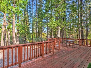 Peaceful 2BR Arnold House w/Spacious Deck in Woods