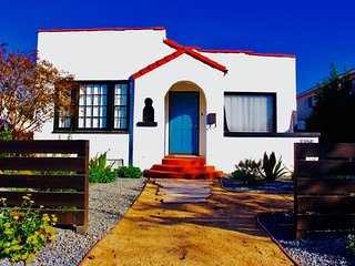 'Cozy Retreat' In Sunny Long Beach with Oasis Backyard + BBQ + Playhouse - WOW!!
