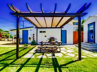 Sunny Long Beach Retreat 'Garden House' + Complimentary Coffee - WOW!!!