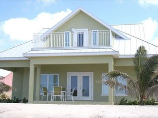 Affordable Luxury 3 Bed/3 Bath Vacation Beachfront Home (#4 Green), Rum Point