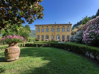 Villa Controni. 6 km from lucca with park,pool,gym,wifi,air-conditioner,billiard