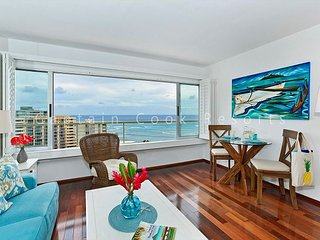 Beachfront building with beautiful Diamond Head and Ocean Views!, Honolulu