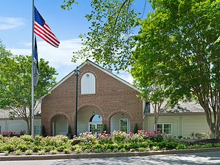 WILLIAMSBURG *2BR Condo* {Pool/Spa/WeddingChapel}  HISTORIC POWHATAN RESORT