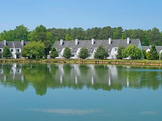 2 BDRM  ~Historic Powhatan Resort~ INDOOR/OUTDOOR POOLS, CLOSE TO THEME PARKS