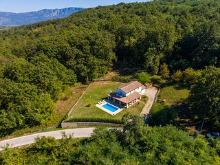 Villa Robi - holiday house, Sumber