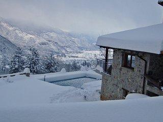 Parnassos mountain villa with pool, Polidrosos