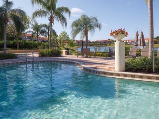 Wow!! Newly Renovated-Private Pool-Lakefront-Gated Resort-Free WIFI-Near DISNEY, Kissimmee