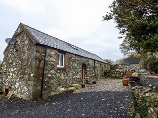 CELYN FARM COTTAGE cosy accommodation, woodburning stove, WiFi in Deiniolen, Ref