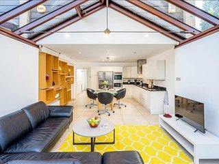 Cozy 4BR Southfields House, London