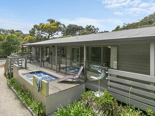 CENTRAL ANGLESEA OUTDOOR POOL/SPA