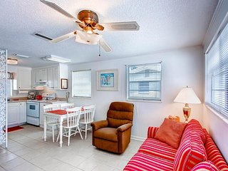 Breezy waterfront home close to beach, fishing pier & golf - snowbirds welcome!