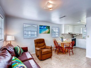 Beachside getaway w/ plenty of space, easy beach access - snowbirds welcome!