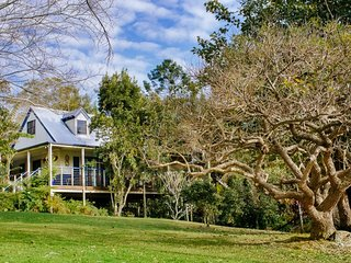 Jacaranda Cottages The Chalet - 2 night minimum stay, Maleny