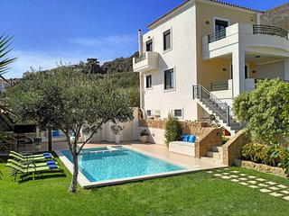 Superb Villa Georgia - Full Privacy - Pool&Jet Spa, Chania