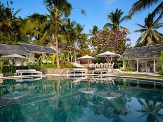 Pure Luxury Fully Serviced 8 Bedroom, Balian'
