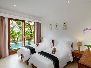 Twin beds with view pool on ground floor