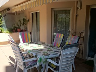 Apartment - 3 km from the beach, Hyères