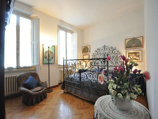 Lovely independent flat ( 110mq ) in the heart of Florence (Santa Croce/Duomo)