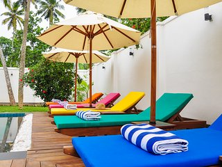 SihinayaVilla-A Truly Stunning Family Friendly Boutique Villa + pool and staff.