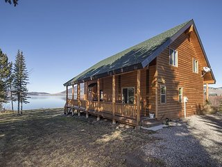 Luxury Log Cabin! Easy Access and Huge Views! On Henrys Lake - Free WiFi!, Macks Inn