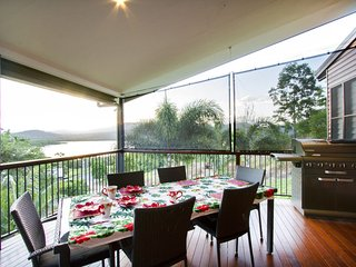 Larimar on Turtle Bay - Holiday Home - Cannonvale, Airlie Beach