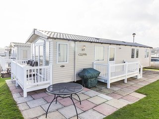 Ref 80043 Shorefield at Hopton Holiday village  Full sea view & large decking