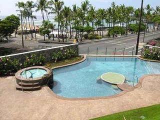 Oceanview Beach Villa, 2 bedroom, 2 bath, Sleeps 5