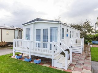 HHHV - 80004 Lansdown Diamond Plus 4 Berth with decking and partial seaview, Hopton on Sea