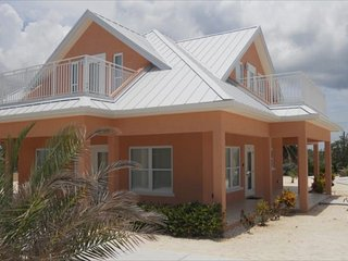 Ocean Paradise # 2 Peach - Affordable Luxury Home w/ pool