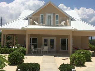 Affordable Luxury 3 Bed/3 Bath Ocean View Vacation Home (#1 Cream), Rum Point