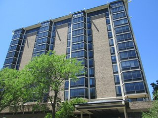 New Listing 12/2/16 - Downtown 2 Bedroom/2 Bath Condo, Just Steps from Mayo, Rochester