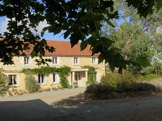 Spacious Family Suite in Farmhouse in beautiful valley, 25 mins from Puy du Fou