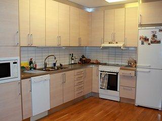 Eget rum husdjur tillåtet. Delat badrum, kök. Hyresvärden lite hemma ev bortrest