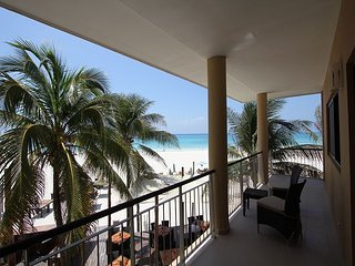 Stunning spacious 4 bedroom beachfront condo (EFS208), Playa del Carmen