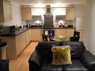 Inspired Exchange Quay - 2 Bed Executive Apartment, Salford
