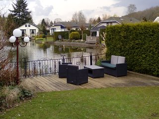 3 bedroom chalet at pond near Amersfoort, Arnhem/Utrecht/ Free strong wifi