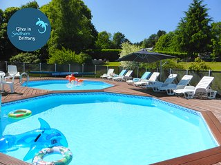 Charming Fuchsia Cottage - stunning views, heated pools, Free bikes, Free WiFi, Quistinic