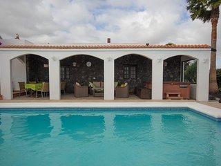 Finca Bougainvilla-200yr old restored farmhouse with large private garden & pool