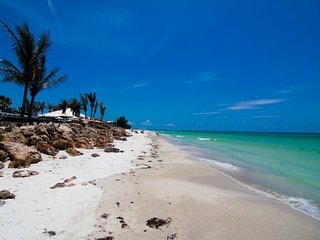 Your Island Vacation Awaits! Across the Street from Beautiful Bradenton Beach