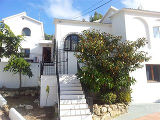 Villa Lux, 10BR, 5BATH, 10min drive to Sitges Centre, WIFI, partly AC