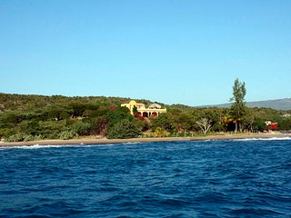 Buccaneer Villa: Beachfront Treasure Beach, Experienced Staff, Pure Jamaica