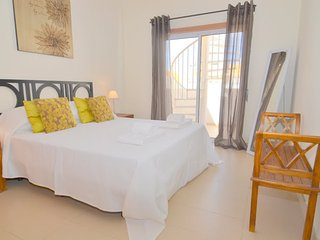 Casa George Modern 2 bedroom penthouse apartment with free wi fi