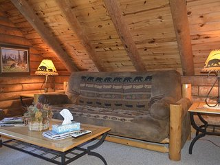 Panoramic Mountain Views, 3-Room/2-Bedroom Suite in small B&B